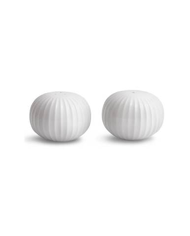 Set bielej soľničky a koreničky z porcelánu Kähler Design Hammershoi